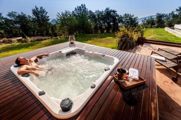 jacuzzi exterior piscina
